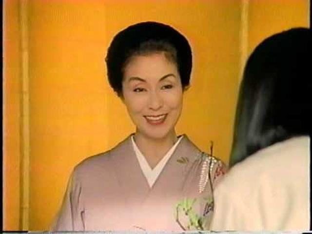 画像: 鈴木保奈美 野際陽子 キリン烏龍茶鳳凰 CM(1994) youtu.be