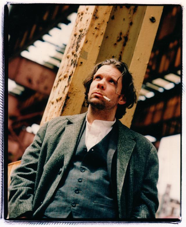 画像1: THOMAS JAY RYAN AS HENRY IN HENRY FOOL BY HAL HARTLEY (1997) トーマス・ジェイ・ライアン(ヘンリー・フール役)『ヘンリー・フール』より Ⓒ POSSIBLE FILMS, LLC