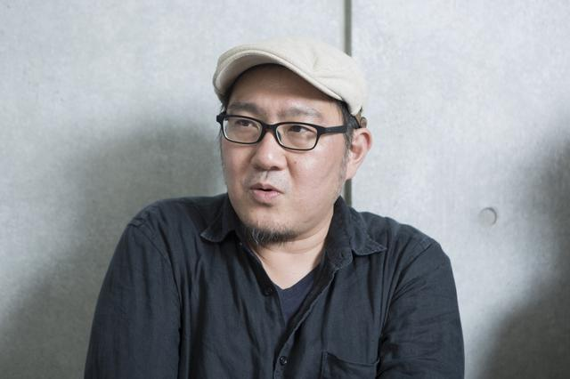 画像: 内田伸輝監督 うちだのぶてる:監督、脚本家。 1972年11月20日埼玉県出身。油絵を学んでいたが、高校時代に映像を撮り始める。ドキュメンタリー『えてがみ』でPFFアワード2008審査員特別賞、初の長編劇映画『かざあな』で第8回TAMA NEW WAVE グランプリをはじめ多くの賞を受賞。『ふゆの獣』で第11回東京フィルメックス最優秀作品賞受賞と同時に2011年劇場デビュー。他の追随を許さない絶対的映像作家のひとり。映画学校などでの俳優コースの育成をはじめPFF審査員としても活動。