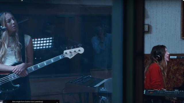 画像: A History of Paul Thomas Anderson's Music Videos, Ranked By Their Virtuoso Tracking Shots