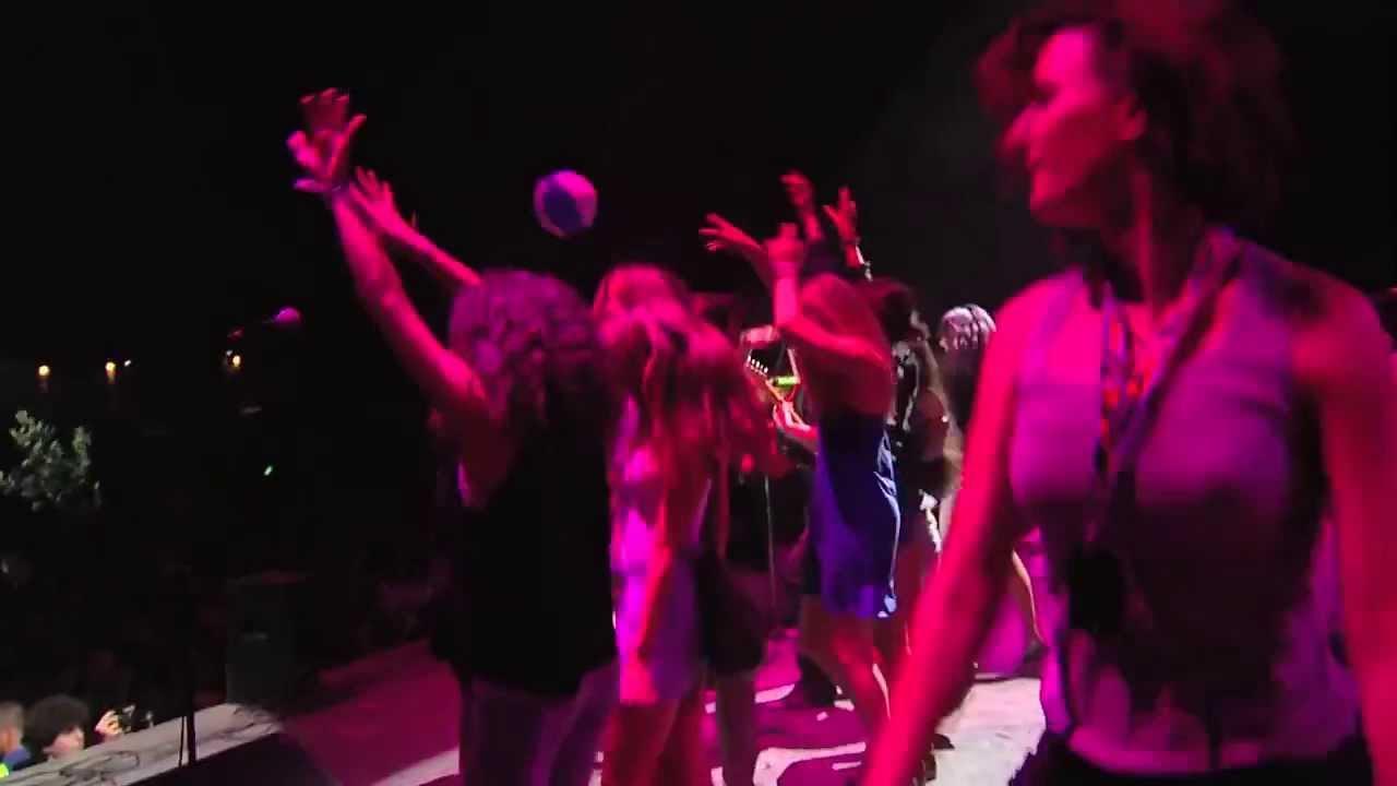 画像: Emir Kusturica & The No Smoking Orchestra Live - Europa & Evergeen & Del Dija @ Sziget 2012 youtu.be