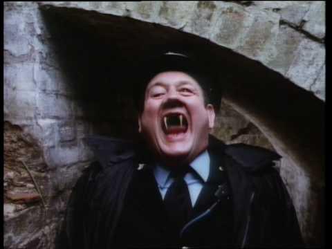 画像: The Lair of The White Worm - Trailer youtu.be