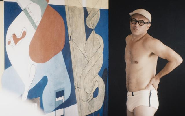 画像: 二人の仲を決裂させるきっかけとなった、ル・コルビュジエが アイリーンの許可無く E.1027 の壁面に絵を描いたいわゆる< 壁画事件>。その問題となった絵を、ル・コルビュジエが描いて いるところ。 © 2014 EG Film Productions / Saga Film © Julian Lennon 2014. All rights reserved.