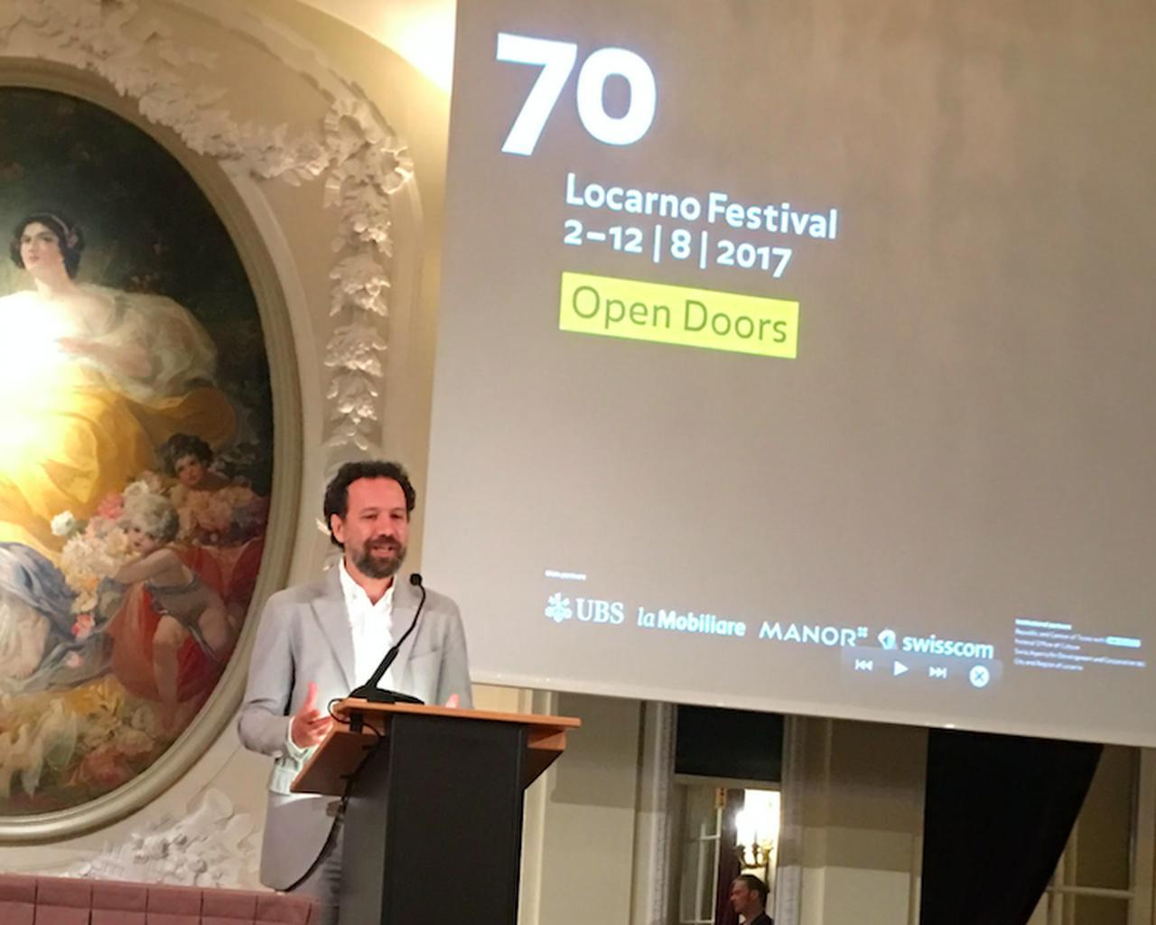 画像: ロカルノ国際映画祭2017の記者会見 ノミネートされた作品を発表する芸術監督のカルロ・シャトリアン氏 (写真・里信邦子)