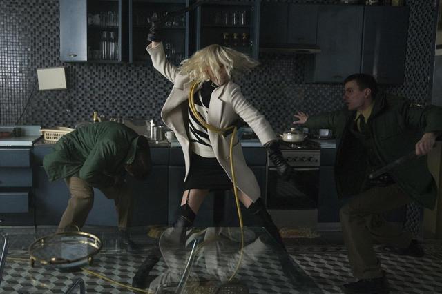 画像: ディオールの純白の衣装でシャーリーズ・セロン降臨!ソフィア・ブテラと仲良し登壇『アトミック・ブロンド』ベルリンプレミアレポート!