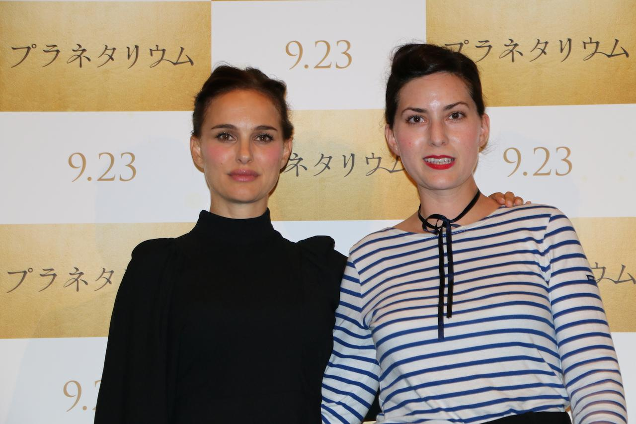 画像1: 左よりナタリー・ポートマン、レベッカ・ズロトヴスキ監督