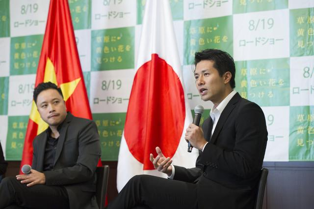 画像: 左よりヴィクター・ヴ―、落合賢監督