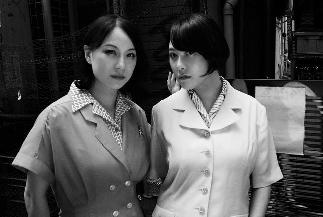 画像: (左)森下くるみ(右)睡蓮みどり (撮影) Hiroshi Murakami (スタイリスト) Miki Gensaku (ヘアメイク)Yuto Takahashi