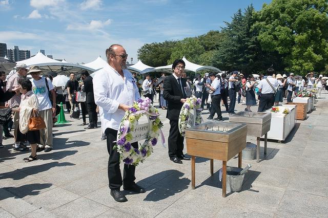 画像1: 父、チェ・ゲバラが訪れた広島に、58年の時を経て実子カミーロ・ゲバラ氏が、阪本順治監督と共に訪問-平和を祈り、広島平和祈念式典に参列、献花ー