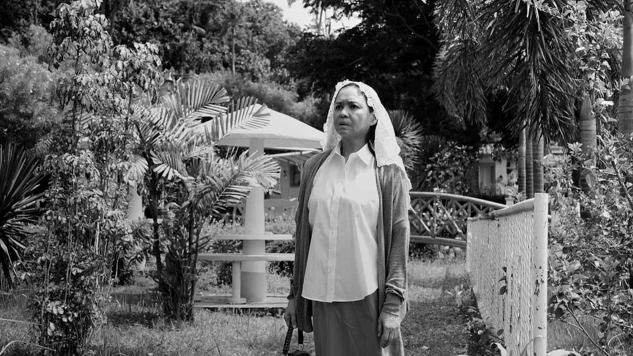 """画像: """"怪物的映画作家""""ラヴ・ディアス『立ち去った女』特報「女は復讐を誓う」編 youtu.be"""