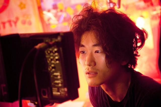 画像: 松居大悟監督 1985年生まれ、福岡県出身。劇団ゴジゲン主宰、全作品の作・演出・出演を担う。09年、NHK『ふたつのスピカ』で同局最年少のドラマ脚本家デビュー。12年、初監督作『アフロ田中』が公開。その後、『スイートプールサイド』『自分の事ばかりで情けなくなるよ』など作品を発表し、『ワンダフルワールドエンド』でベルリン国際映画祭出品、『私たちのハァハァ』でゆうばり国際ファンタスティック映画祭2冠受賞、『アズミ・ハルコは行方不明』は東京国際映画祭・ロッテルダム国際映画祭出品。クリープハイプやチャットモンチーや銀杏BOYZのMVを手がける。