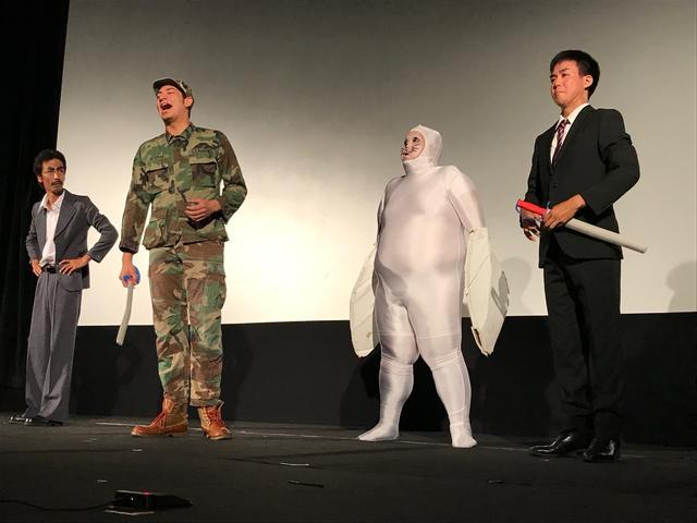 画像: 沖縄の演芸集団 FEC によるコント「お笑いカメジロー」