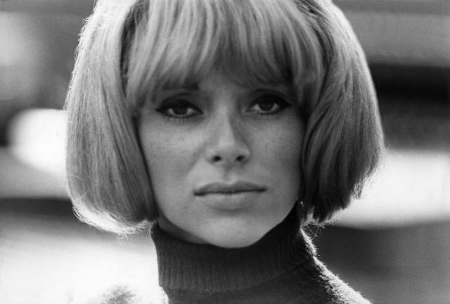 画像: Mireille Darc Dies: French Actress And 'Le Grand Blond' Star Was 79