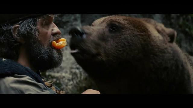 画像: 衝撃本編映像!本物の熊と演技する『オン・ザ・ミルキー・ロード』のクストリッツァ監督 youtu.be