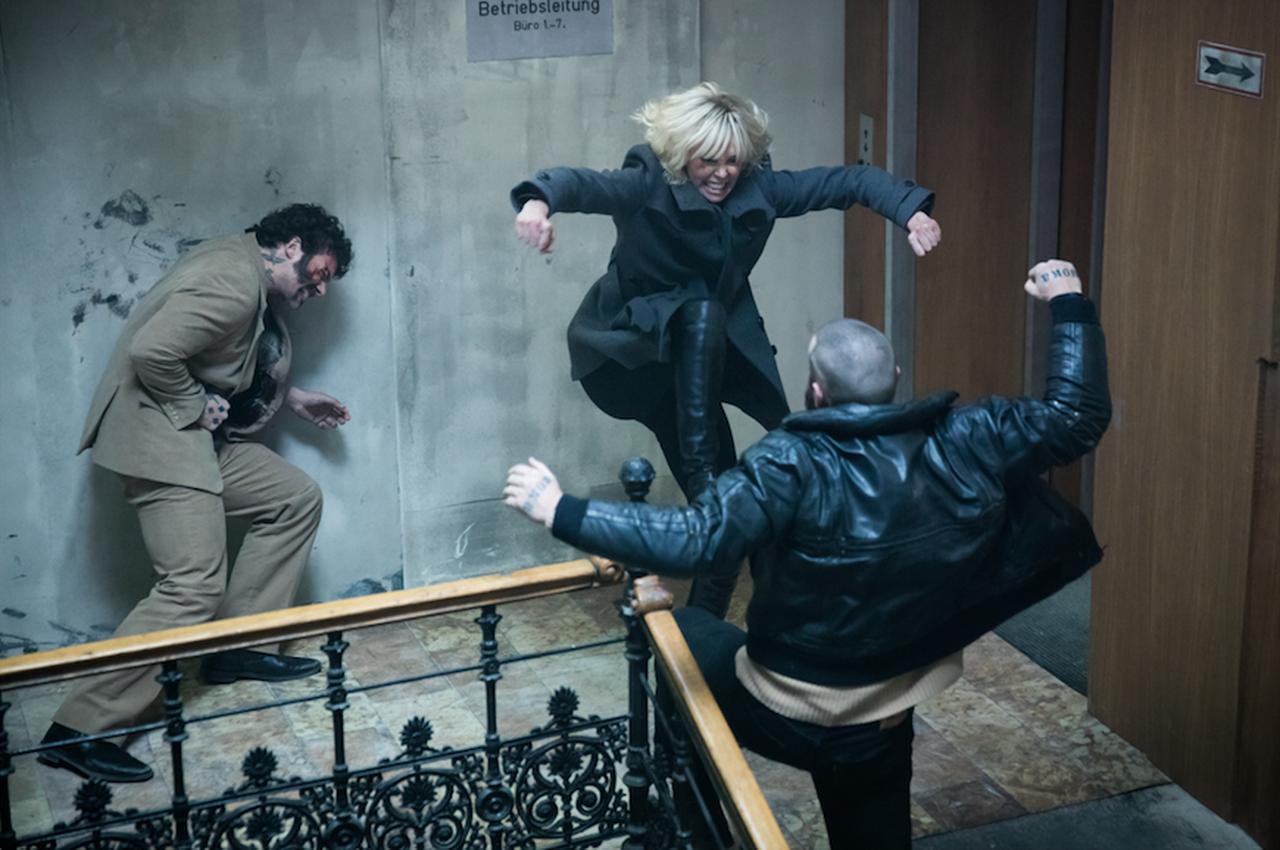画像: シャーリーズ・セロンは、キアヌ・リーヴス相手にスパーリング!