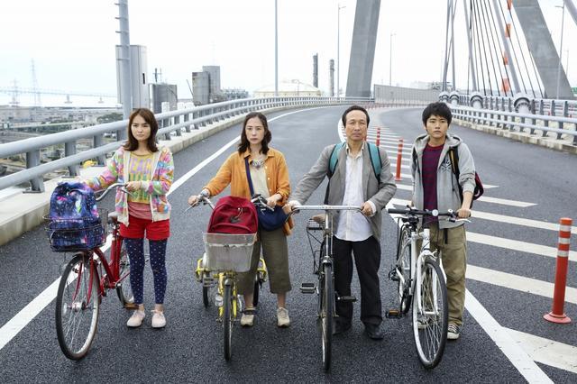 画像1: 映画『サバイバルファミリー』がロシアで開催された 「Bridge of Arts motivational 国際映画祭」にて<監督賞>を受賞。 矢口史靖監督から喜びのコメントが到着!