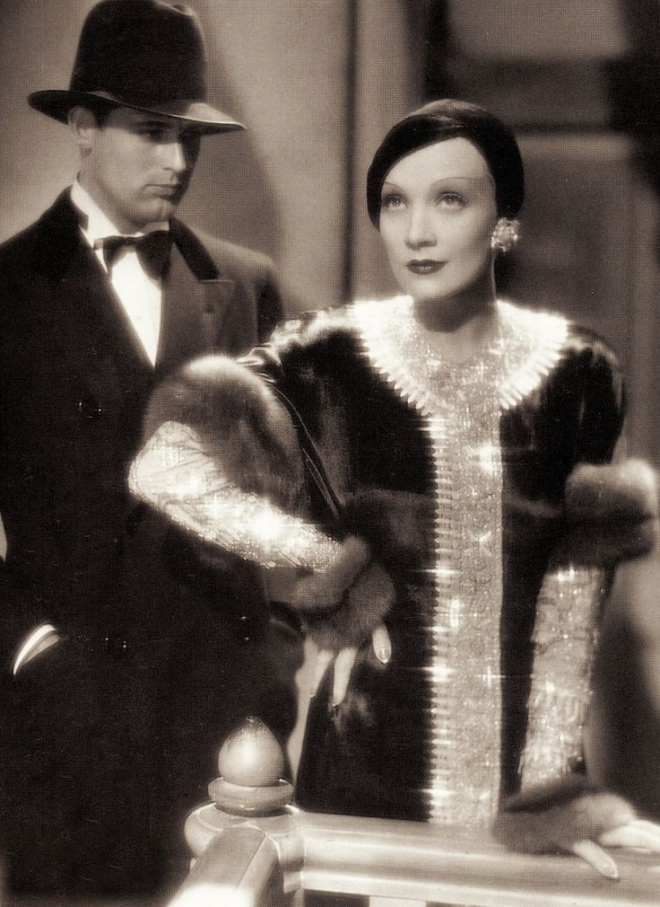 画像: パラマウントの主任コスチューム・デザイナー、トラヴィス・バントンによる豪華な衣裳。