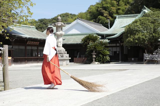 画像: 福岡県福津市の宮地嶽神社で巫女に挑戦-広瀬アリス