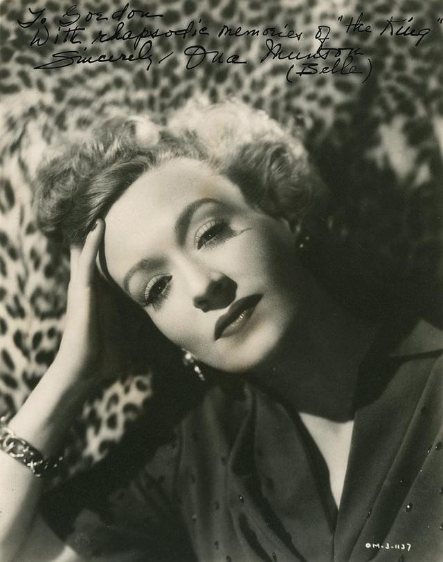 """画像: オナ・マンソンのブロマイド。""""マザー"""" ジン・スリングは、彼女からかけ離れたスタンバーグの創作物だった。"""