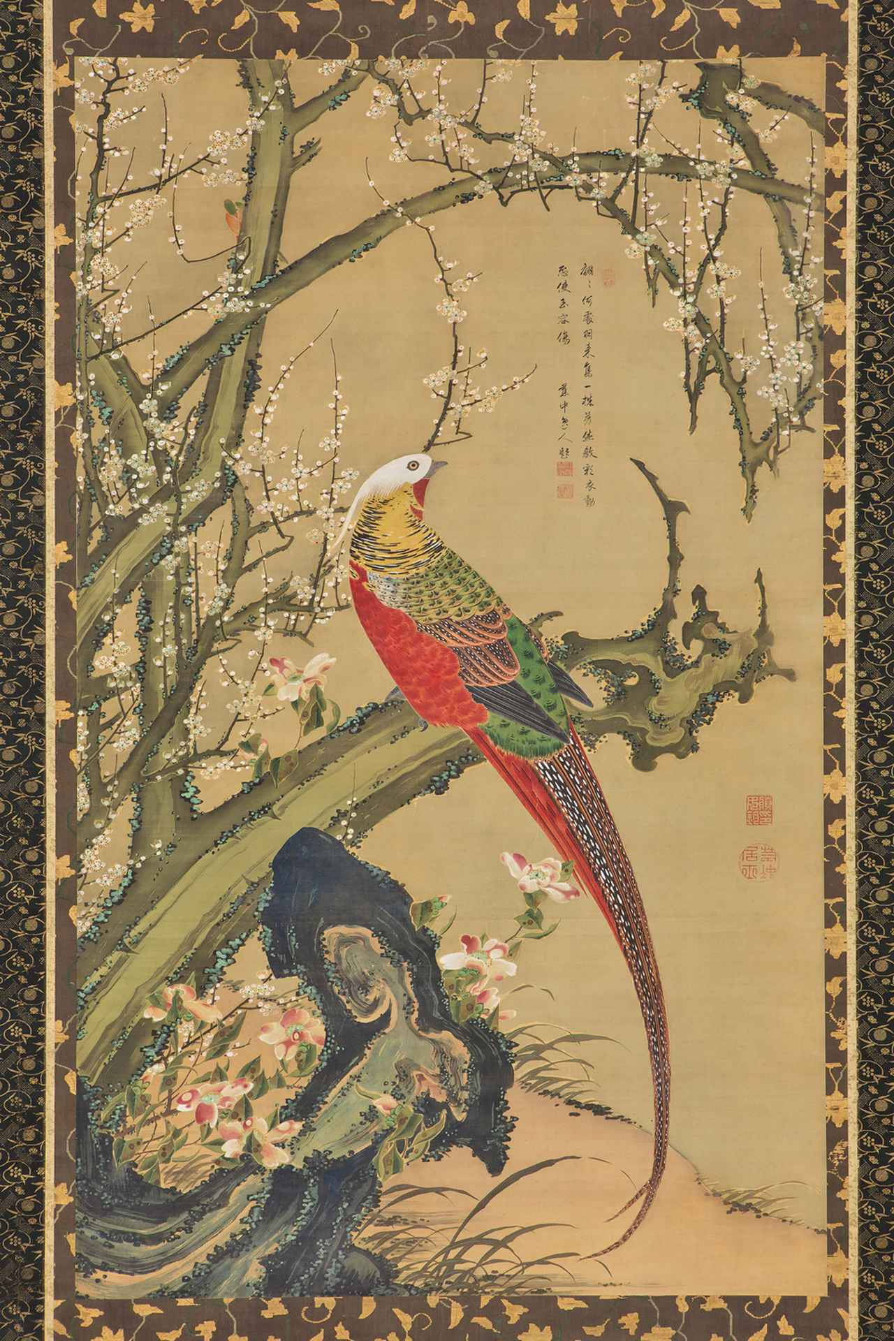 画像: 若冲筆「白梅錦鶏図」(はくばいきんけいず) 江戸時代 18世紀 絹本著色 一幅 縦139.8 横84.7cm 展示:10/11~10/29