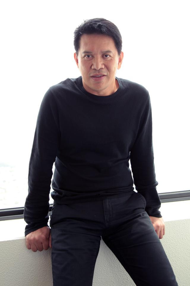 画像: <ブリランテ・メンドーサ プロフィール> 1960 年、フィリピン出身。2005 年インディペンデント映画プロダクション「センター・ステージ・プロダクションズ」を設立。 同年の監督デビュー作 『マニラ・デイドリーム』でロカルノ国際映画祭ビデオ部門金豹賞を受賞。2007 年『どん底』で ベルリン国際映画祭カリガリ賞を受賞。2009 年『キナタイ マニラ・アンダーグラウンド』でカンヌ国際映画祭監督賞を 受賞。2012 年『汝が子宮』(TIFF2015 上映)でヴェネチア国際映画祭 the La Navicella Venezia Cinema Award を受 賞。2015 年『罠(わな)~被災地に生きる』(TIFF2015 上映)が第 68 回カンヌ国際映画祭 「ある視点」部門に出品されたのに続き、2016 年の第 69 回カンヌ国際映画祭のコンペティション部門では最新作 『Ma' Rosa』(原題)が女優賞(ジャクリン・ホセ)を受賞した。