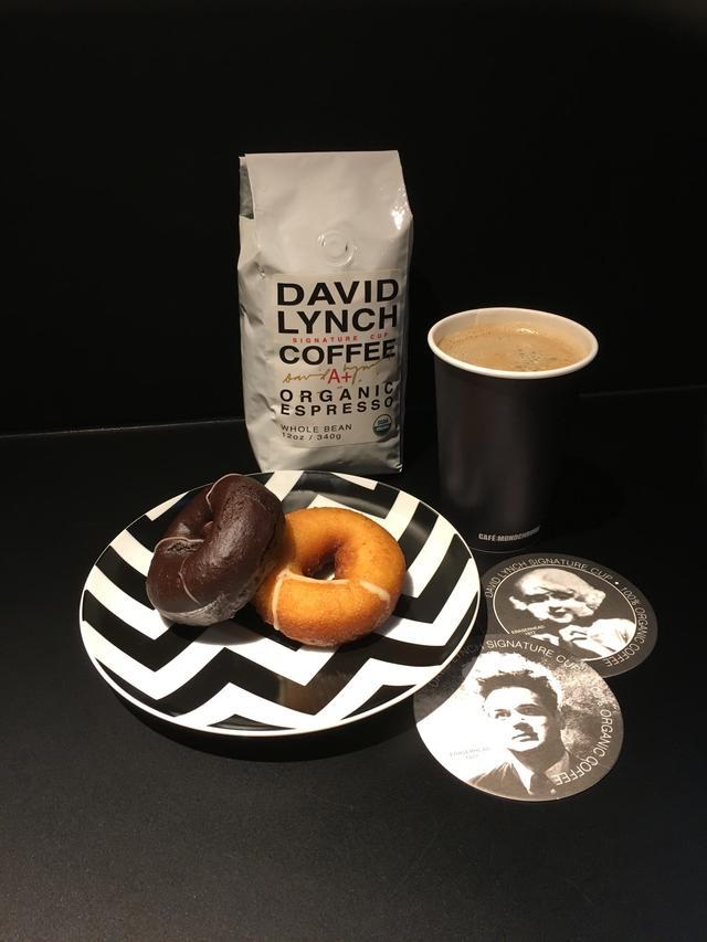 画像2: 「デヴィッド・リンチの映画」特集とタイアップ!リンチが本当にプロデュースしたコーヒーが楽しめる--もちろん、チェリー・パイやドーナツも--