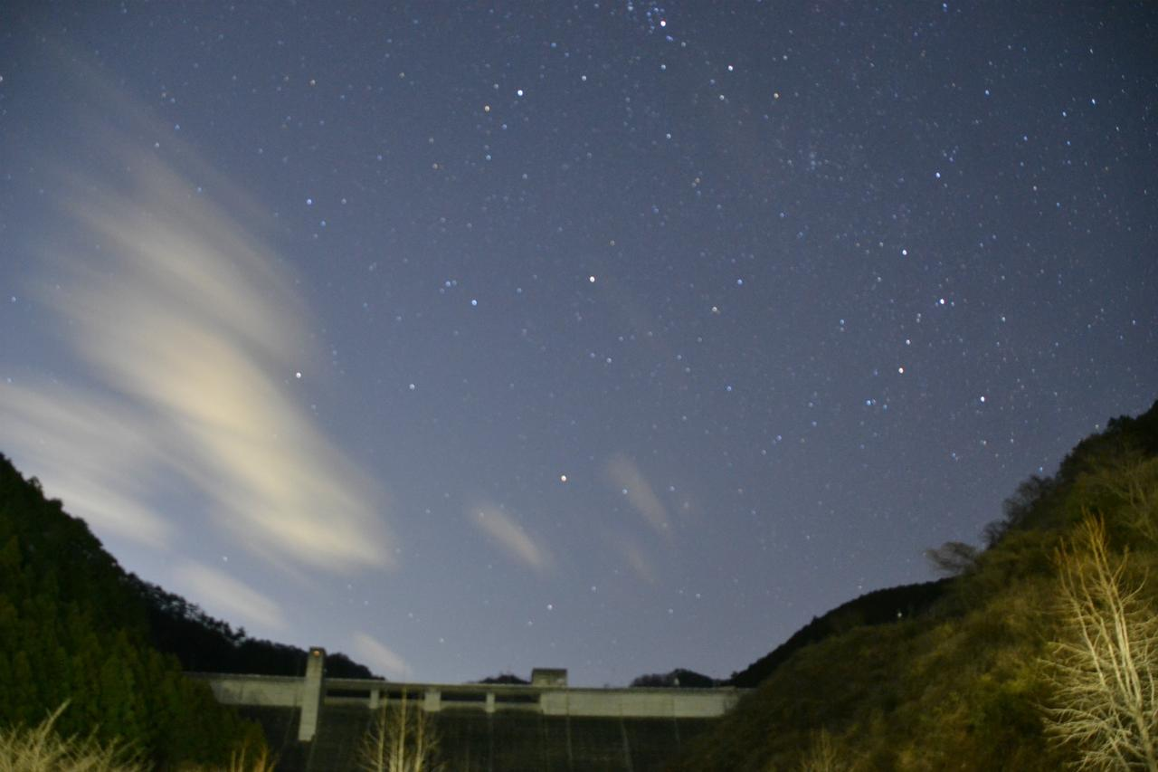 """画像1: 星空とダムと""""映画""""〜屋外上映イベント「星空とダムの映画館」足利市で開催!あかりを消して満天の星空を堪能する星空鑑賞も--"""