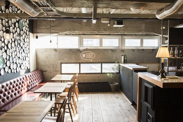 画像: ↑嶋田が手がけた場所はいずれも、まちの人の交流の場として機能している。北九州にある、宿泊施設とレストランを融合させたTanga Tableもその一つ。