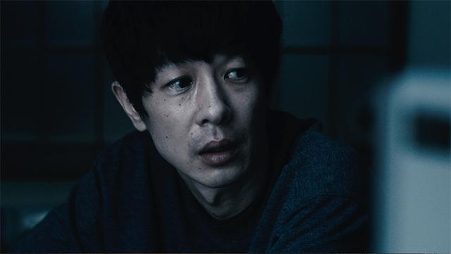 画像: (c) Tasuku EMOTO 加瀬亮 かせ・りょう 1974 年神奈川県生まれ。2000 年に石井聰亙監督『五条霊戦記』にてデビュー。 2003 年には熊切和 嘉監督『アンテナ』で初主演。その後も『それで もボクはやってない』(06/ 周防正行監督 )、『重力 ピエロ』(09/ 森淳一監督 )、『はじまりのみち』 (13/ 原恵一監督 )、『劇場版 SPEC』シリーズ (12 ~ 13/ 堤幸彦監督 ) などに主演。また『硫黄島か らの手紙』(06/ クリント・イーストウッド監督 『) 永 遠の僕たち』(11/ ガス・ヴァン・サント監督 )、『ラ イク・サムワン・イン・ラブ』(12/ アッバス・キ アロスタミ監督 )、『自由が丘で』( 主演 /14/ ホン・ サンス監督 )、『沈黙 - サイレンス -』(16/ マーティ ン・スコセッシ監督 )、『Bel Canto』(18/ ポール・ ワイツ監督 ) などの海外作品にも出演。