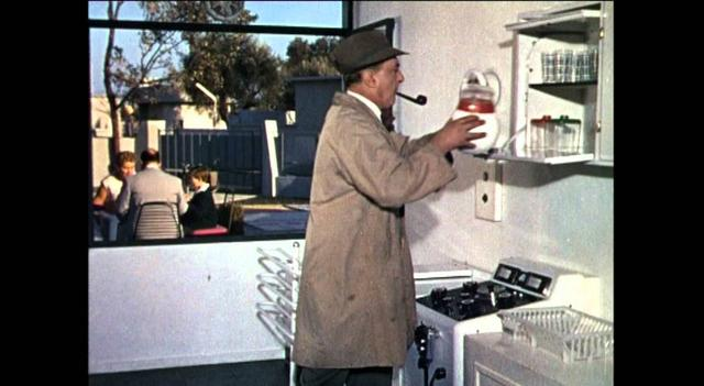 画像: Mon Oncle (1958) - trailer youtu.be