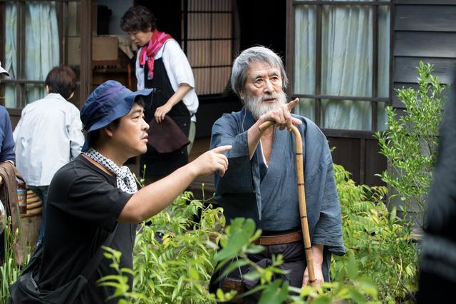 画像: 『モリのいる場所』メイキング写真 沖田監督と山﨑努 (c)2017「モリのいる場所」製作委員会