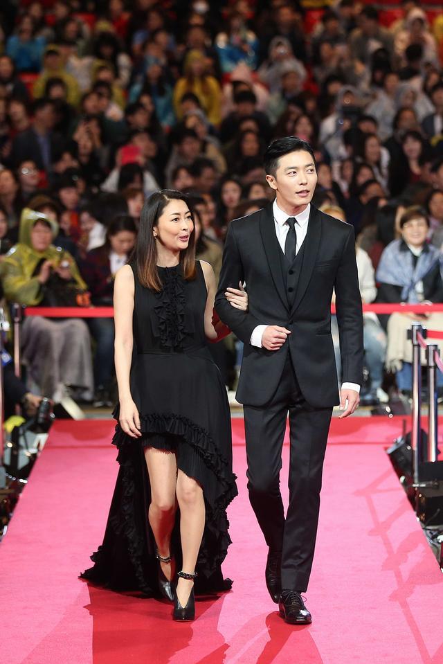 画像: (左より)中山美穂、キム・ジェウク