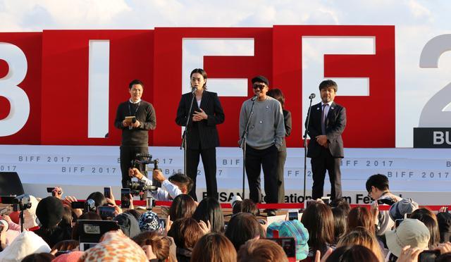 画像1: 菅田将暉、主演映画を引っ提げ二度目の釜山!-ヤン・イクチュンとともに約2、000人の海外ファンが熱狂の中登壇!『あゝ、荒野』釜山国際映画祭 現地レポート