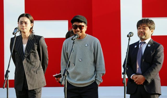 画像: 左より ヤン・イクチュン 菅田将暉、 岸 善幸監督