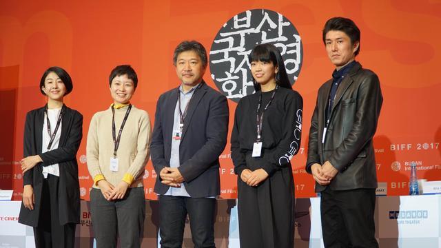 画像: 是枝監督を囲んで参加監督