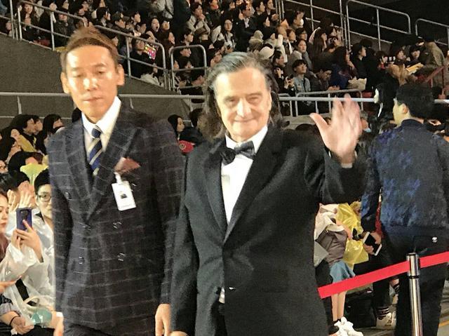 """画像1: 釜山国際映画祭""""名物""""ハンドプリンティング!今年は『ライオンは今夜死ぬ』主演のヌーヴェルヴァーグを代表するジャン=ピエール・レオーが--"""