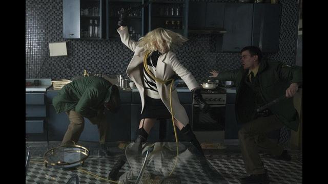画像: シャーリーズ・セロンが殴り、蹴り倒す。『アトミック・ブロンド』本予告 youtu.be