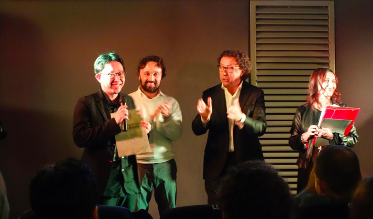 画像: 遠山昇司監督 喜びの壇上にて