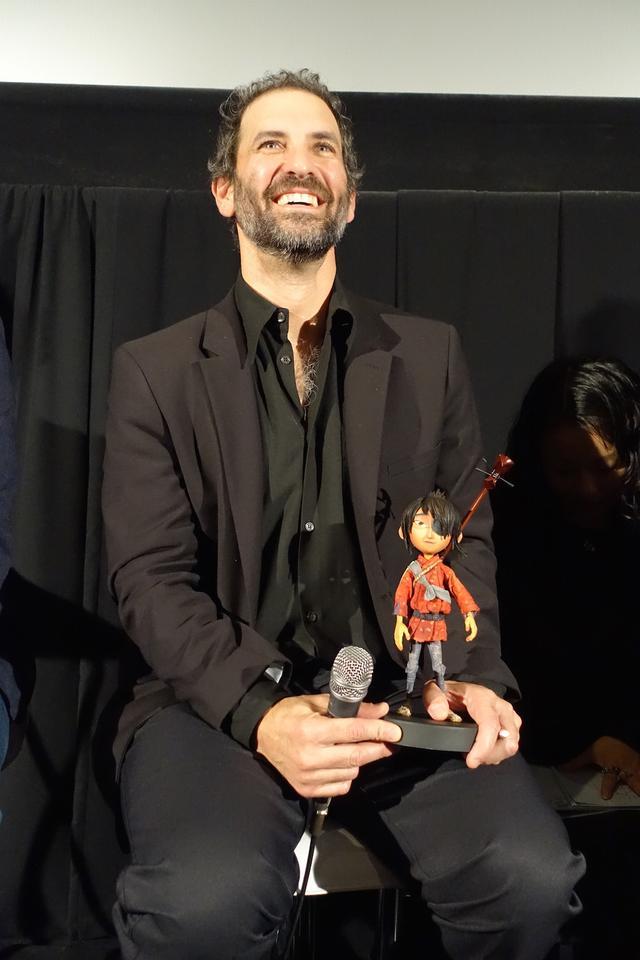 画像: MTVの「セレブリティ・デスマッチ」「The PJs and Gary & Mike(原題)」をはじめ、数々のテレビ番組で経験を積んだのち、2001年に「The PJs and Gary & Mike(原題)」でエミー賞のアニメーション特別貢献賞を受賞する。またアニメ製作以外にも、任天堂、FOX、サムスングループ等のCMも手掛ける。その他の作品として、『ティム・バートンのコープス ブライド』(05)、『パラノーマン ブライス・ホローの謎』(12)、『ファンタスティック Mr.FOX』(09)などがある。本作『KUBO/クボ 二本の弦の秘密』で、2017年アカデミー賞視覚効果賞にノミネートされている。