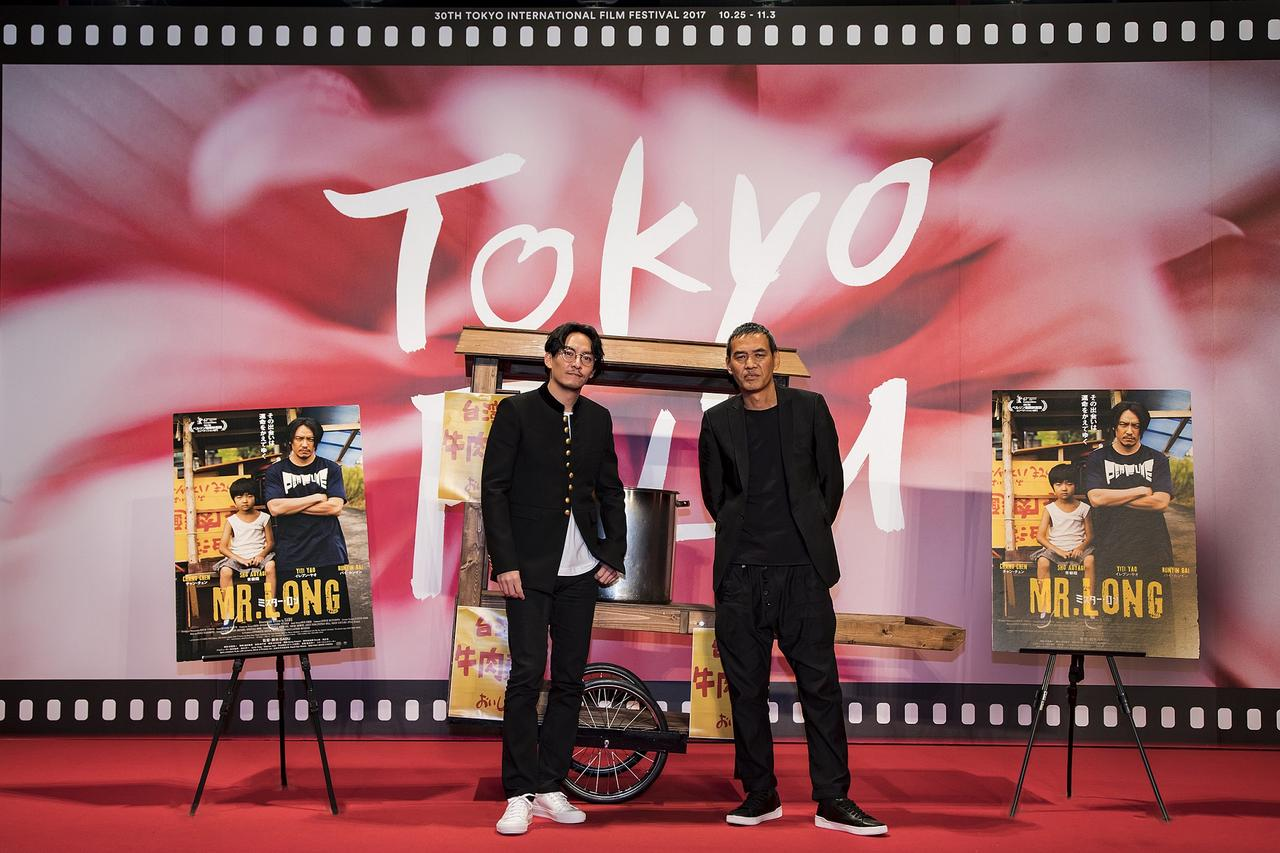 画像1: 左よりチャン・チェン、SABU監督