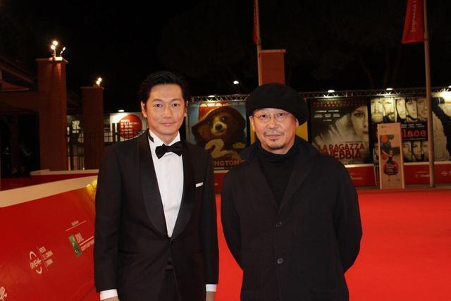 画像1: 左より主演の井浦新と監督の大森立嗣
