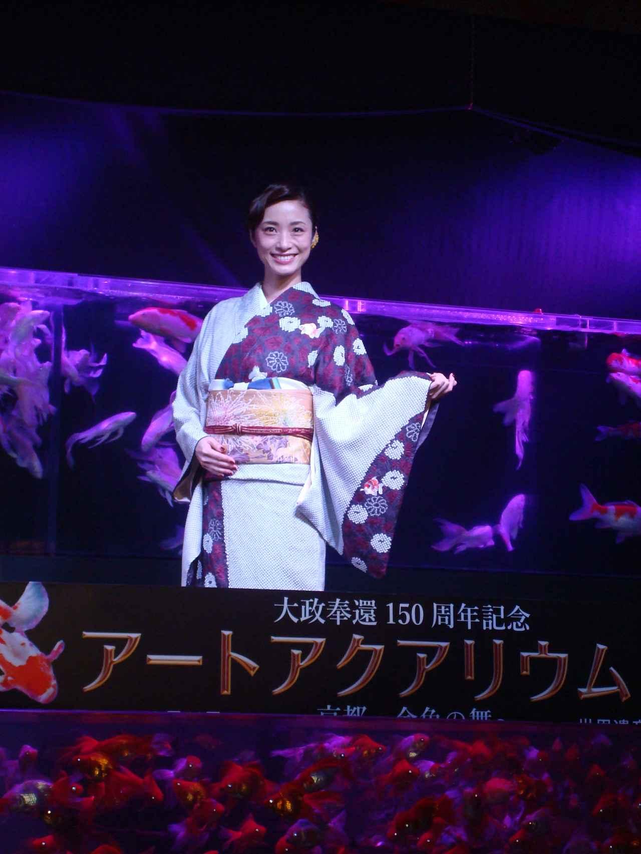 画像1: 開会式に広報大使の女優・上戸彩さんが登場