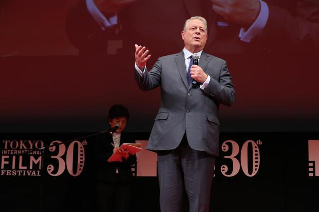 画像: ノーベル平和賞を受賞のアル・ゴア氏が壇上に登場
