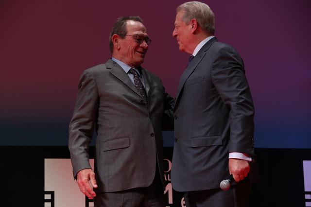 画像: 右よりアル・ゴア氏 (アメリカ元副大統領)とコンペティション国際審査員長:トミー・リー・ジョーンズ
