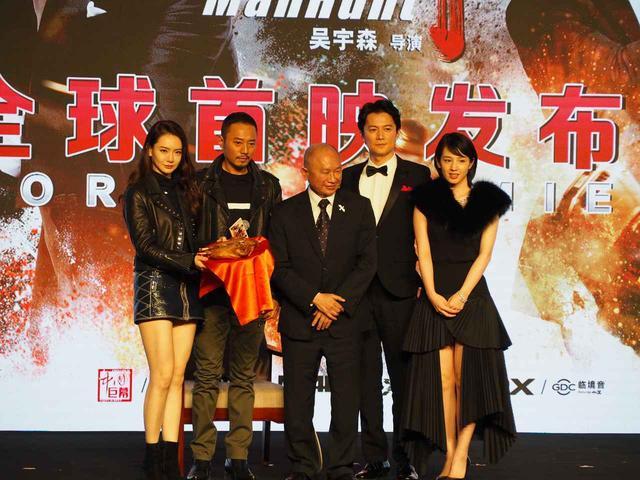 画像: 左より壇上に並ぶチー・ウェイ、チャン・ハンユー、ジョン・ウ ー監督、福山雅治、桜庭ななみ