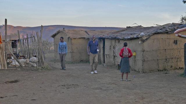 画像: 洋服を着た若者たち