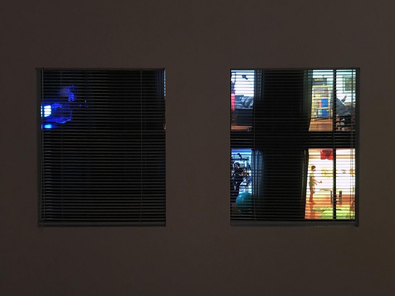 画像: 《眺め》 The View 1997/2017 12 チャンネル・ビデオ・インスタレーション、プロジェクター 12 channel video installation, projector サイズ可変| Dimensions variable 各約10 分(ループ) approx. 10 min. each (loop) photo©cinefil:ms