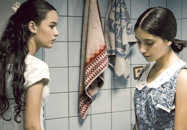 画像7: 世界の映画祭で30もの受賞をした『花咲くころ』