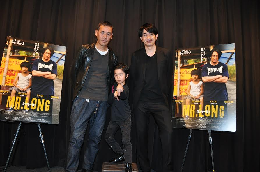 画像: 左よりSABU監督、バイ・ルンインくん、青柳翔