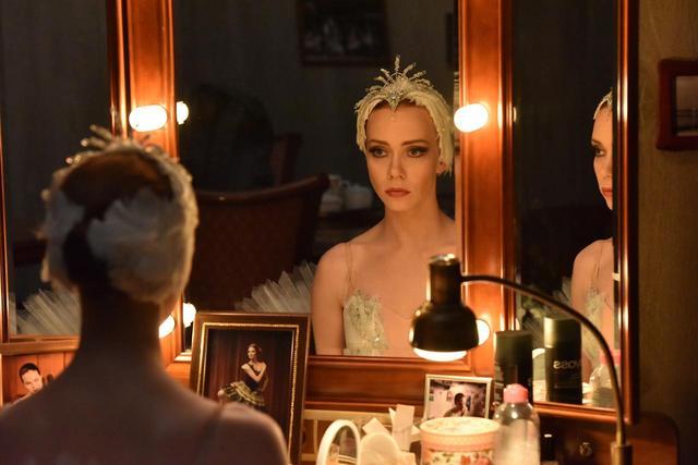 画像1: ボリショイ劇場バレエ学校を舞台にした青春映画『ボリショイ』に出演のアンナ・イサーエワさんが登壇した「ロシアンシーズンズ2017」のグランドフィナーレ上映